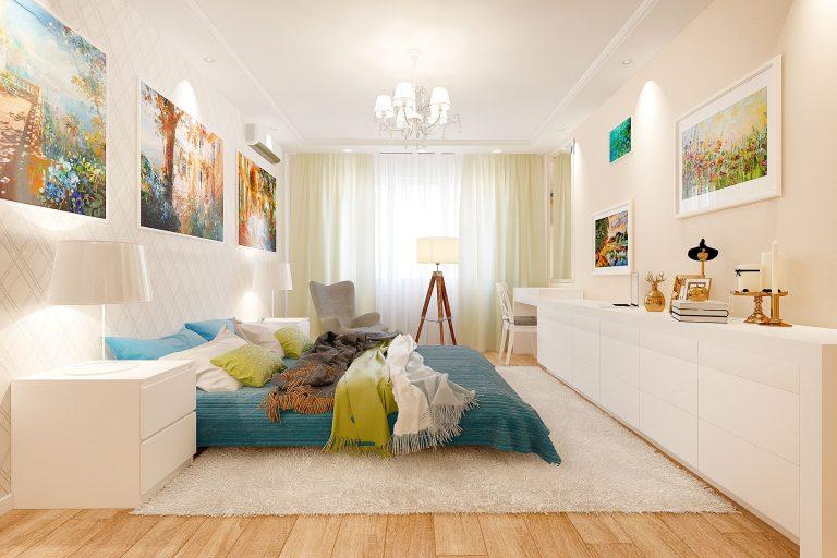 просторная спальня в скандинавском, светлая мебель, яркий декор, светильник тренога